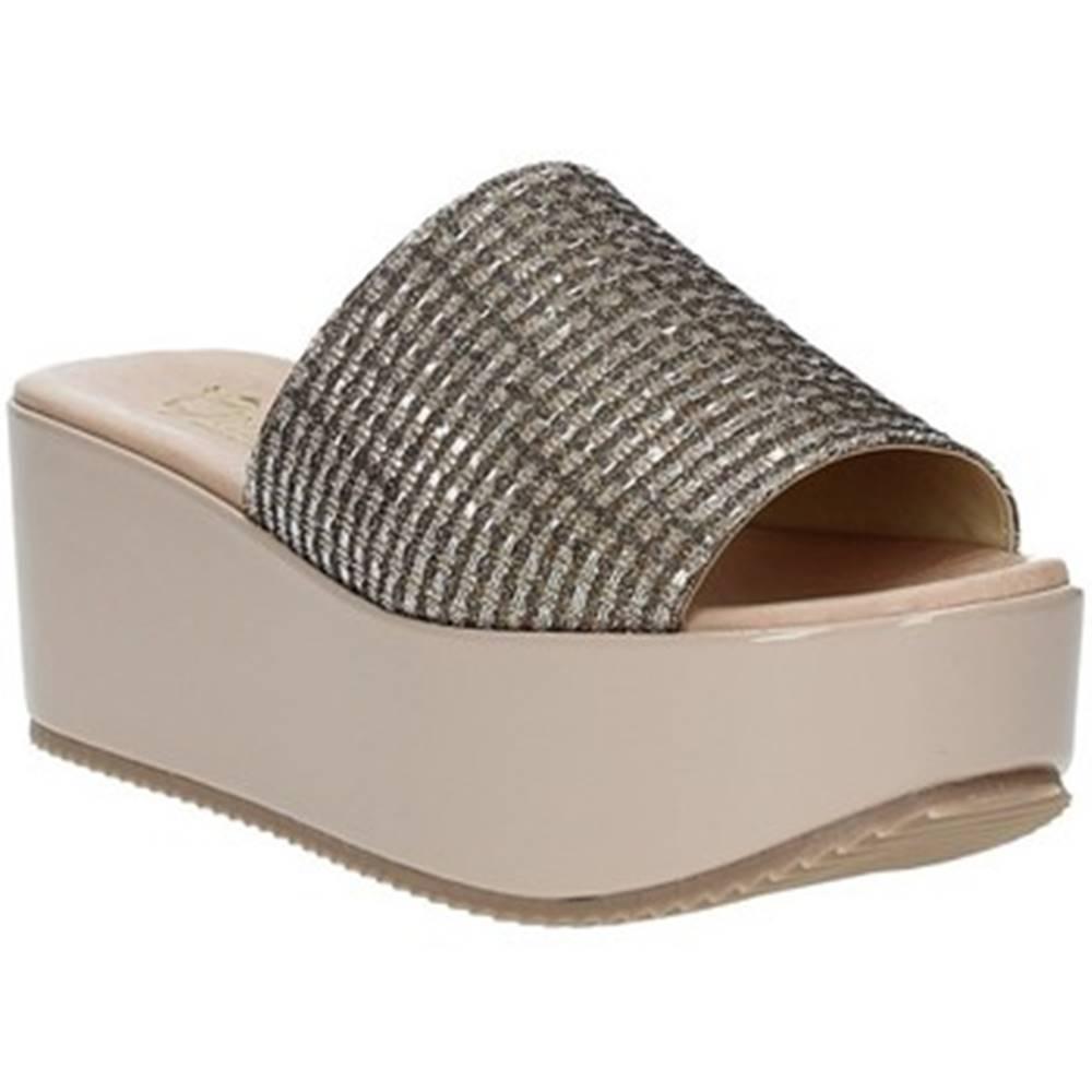 Grace Shoes Šľapky Grace Shoes  MILY
