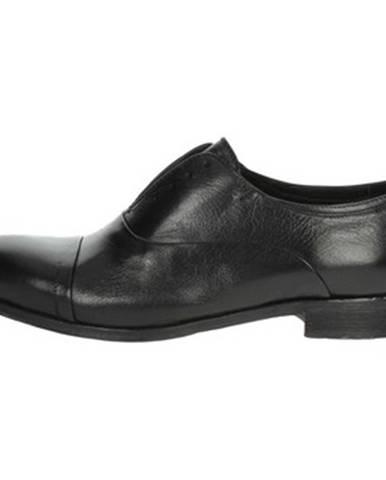 Čierne topánky Veni