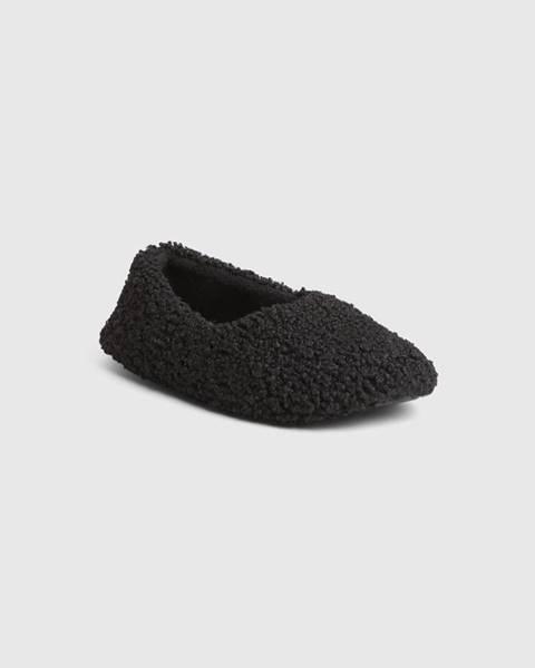 Čierne papuče gap