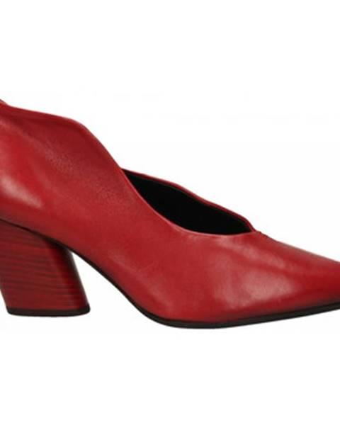 Červené topánky Halmanera