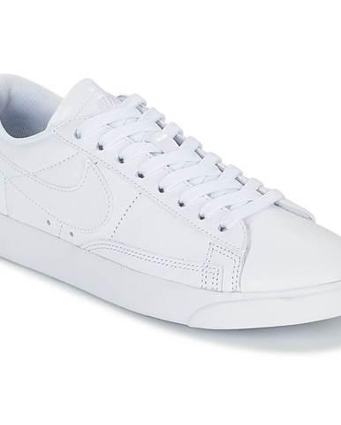 Nízke tenisky Nike  BLAZER LOW ESS W